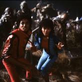 Michael Jackson, Ola Ray y zombies en el video de Thriller. Foto tomada de culturaocio.com