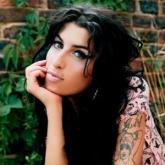 Madre de Amy Winehouse niega que muriera por sobredosis de medicamentos