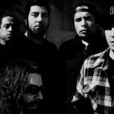 Deftones lanzará caja de colección de vinilos con material en vivo de toda su carrera