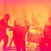 La banda de Sacramento acaba de lanzar el sucesor discográfico de su Koi No Yokan de 2012.
