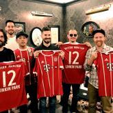 Linkin Park con las camisetas del Bayern Munich.