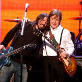 Dave Grohl y Paul McCartney. Foto de Christopher Polk/Getty Images.