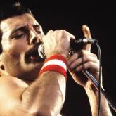 10 canciones cantadas por Freddie Mercury para escuchar una y otra vez