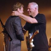 David Bowie falleció el 10 de enero de 2016 a los 69 años. David Gilmour cumplió 70 el pasado 6 de marzo.