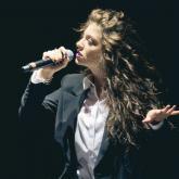 Ella Maria Lani Yelich-O'Connor, más conocida como Lorde, tiene 19 años.