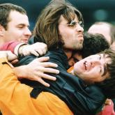 """""""Supersonic"""" también es una canción de Oasis publicada en el álbum """"Definitely Maybe"""" de 1994."""