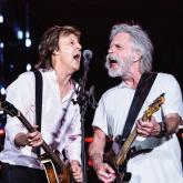 "Paul McCartney interpreta ""Helter Skelter"" junto a Bob Weir"
