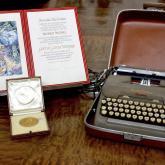 Premio Nobel de Literatura y máquina de escribir de Gabo. Foto: Colprensa.