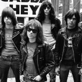 The Ramones nacieron en Nueva York en 1974 y se disolvieron en 1996.