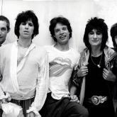 En mayo de 1962 se forma la banda que no sería bautizada como Rollin´ Stones sino hasta junio de ese mismo año.