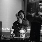 Dave Grohl junto a Butch Vig. Foto de Sami Ansari