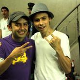 Sebastián Martínez, el niño de la izquierda, terminó siendo nuestro productor de audio en Medellín. Una de sus primeras fotos con El Profe.