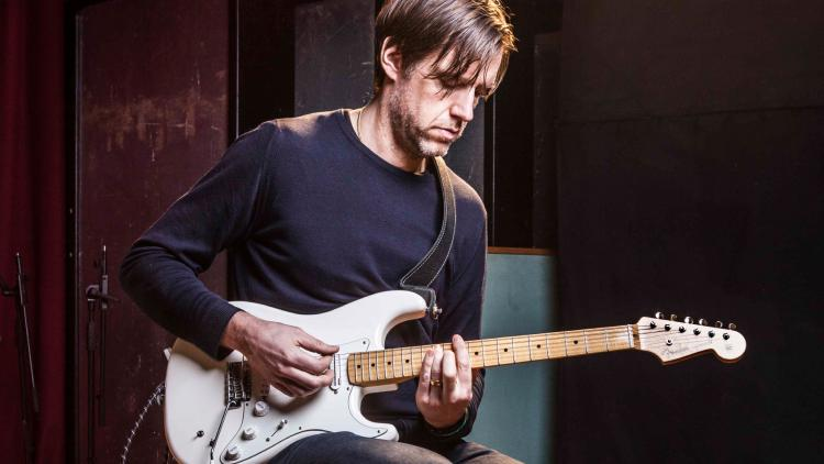 Ed O'Brien, guitarrista de Radiohead. Foto tomada de www.musicradar.com