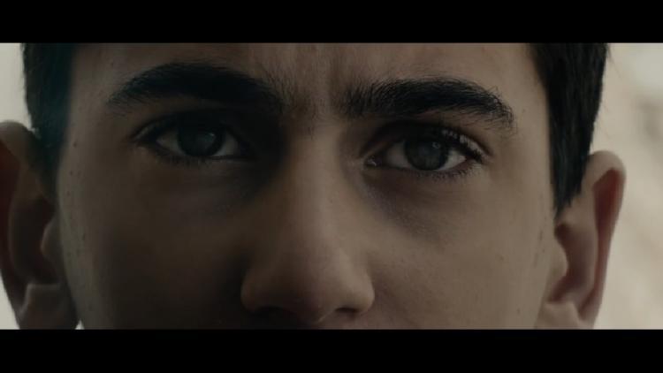 """Una escopetarra en el nuevo vídeo de """"Multi_Viral"""""""