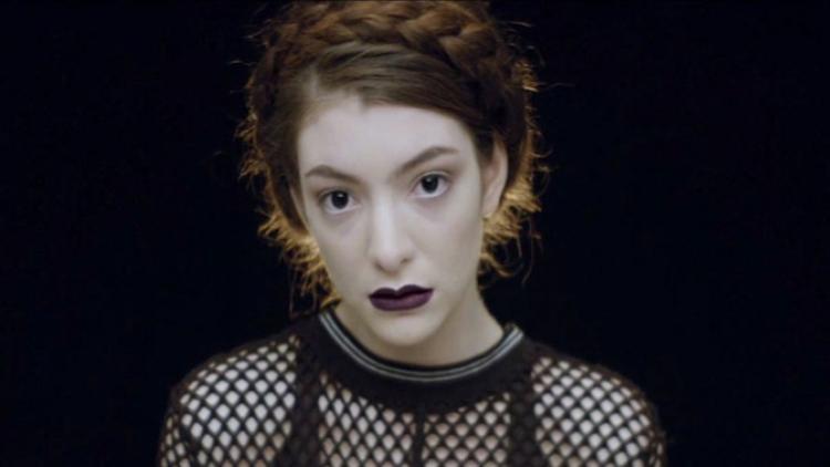 Lorde interpreta la canción de la semana en Tardes Radiónica