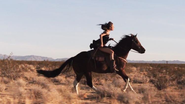 """Deftones se va de western en el vídeo de """"Swerve City"""""""