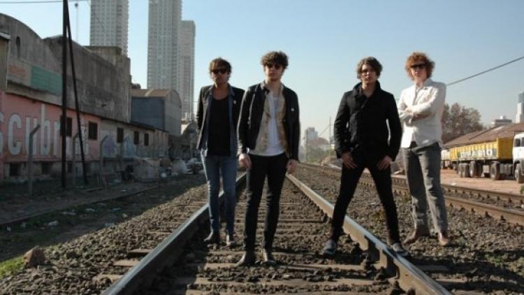 'Around Town' es el nuevo vídeo de The Kooks