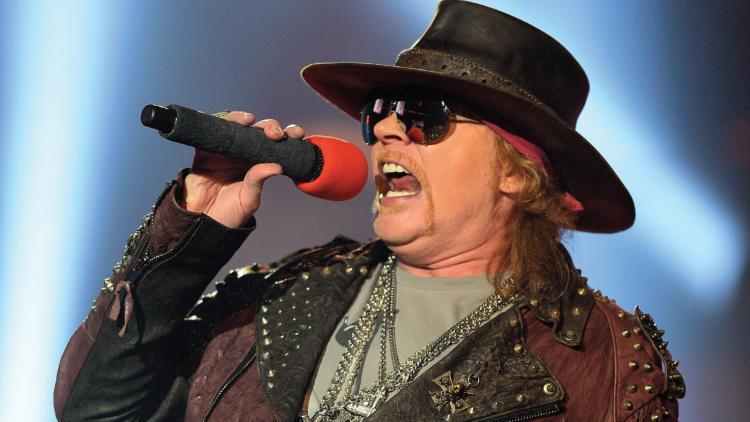 ¿Qué canciones de AC/DC le quedarían bien a Axl Rose? Ayúdennos a pensar.
