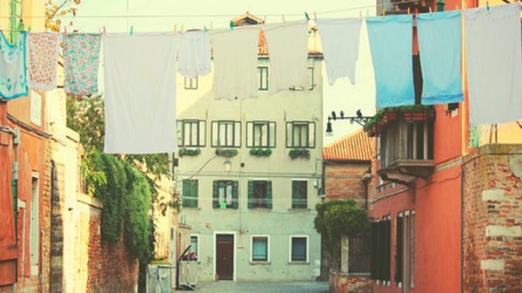 """Polarsets estrena """"Madrid"""" de su debut """"Parasols"""""""