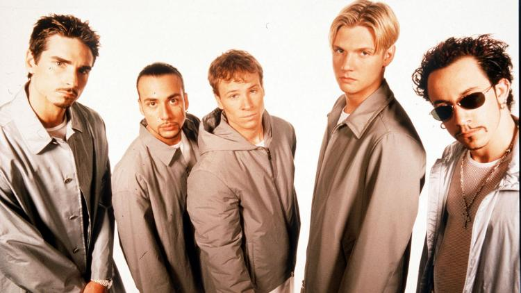 Backstreet Boys estaba conformado por Kevin Richardson, Howie Dorough, Brian Littrell, Nick Carter, y A.J. McLean.