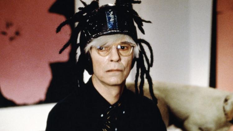 """David Bowie como Andy Warhol en la película """"Basquiat""""."""