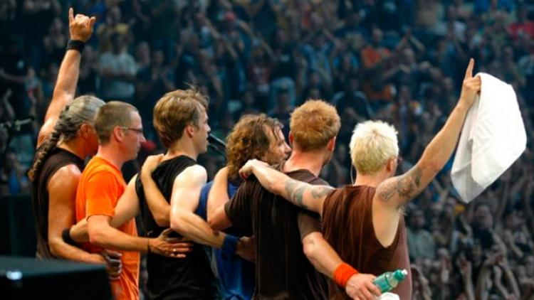 "Pearl Jam estrena ""Lightning Bolt"" en vivo"