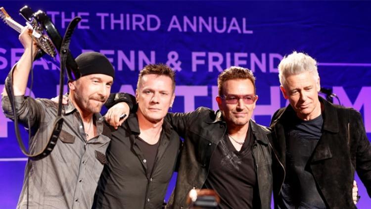 U2 sorprende con su primer concierto de 2014