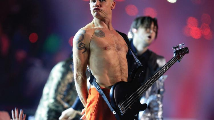 Flea de Red Hot Chili Peppers despide a Kobe Bryant con su bajo