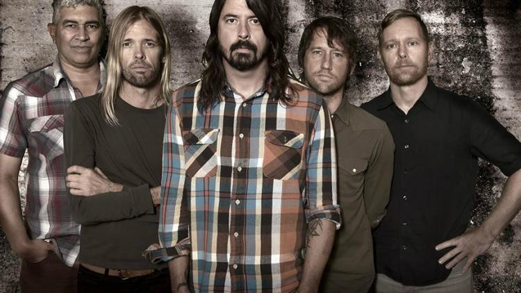 Mil fans intepretaron 'Saint Cecilia' para Foo Fighters