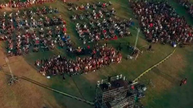 "Así suenan 1000 fans de Foo Fighters interpretando ""Learn to Fly"" al mismo tiempo"