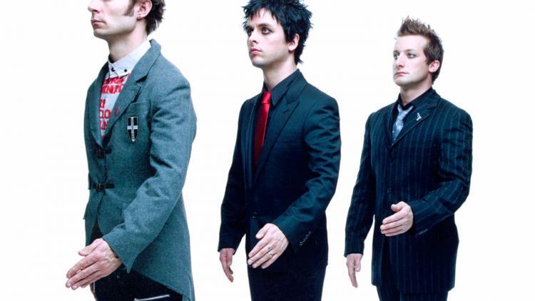 Green Day son Mike Dirnt (bajo y coros),  Billie Joe Armstrong (guitarra y voz), y Tré Cool (batería y coros).