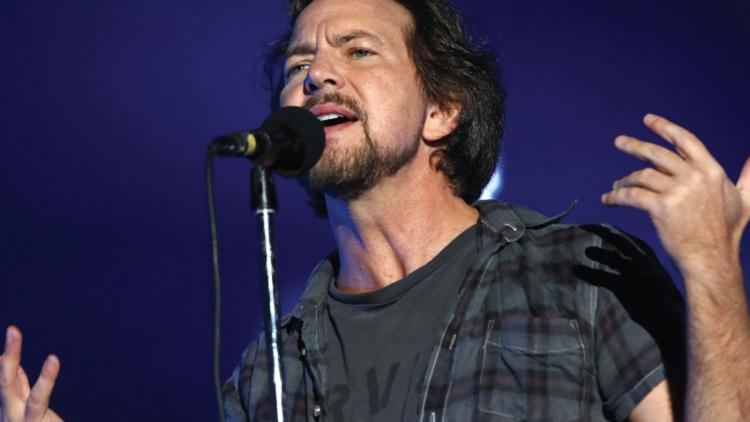 Pearl Jam junto a miembros de Red Hot Chili Peppers y Kings of Leon
