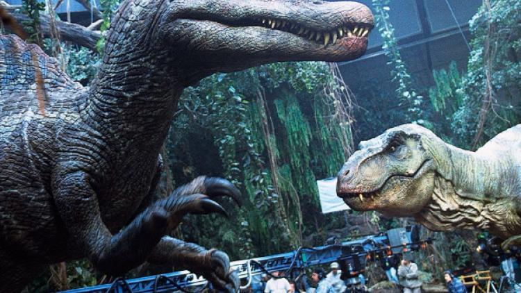 A las 15:00 se alimenta al Mosasaurio, a las 16:00, al Tiranosaurio Rex: Mundo Jurásico