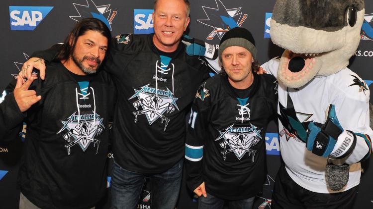Los integrantes de metallica son seguidores del equipo de hockey californiano, los San Jose Sharks.