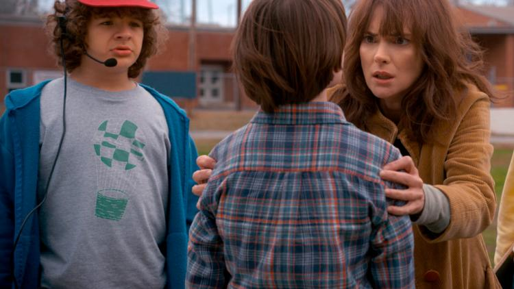 Dustin, Joyce y Will en Stranger Things 2.
