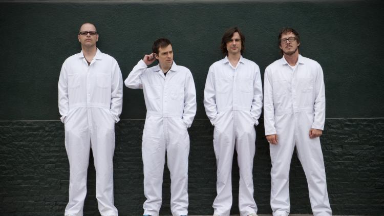 """En """"blanco"""" regresa Weezer"""