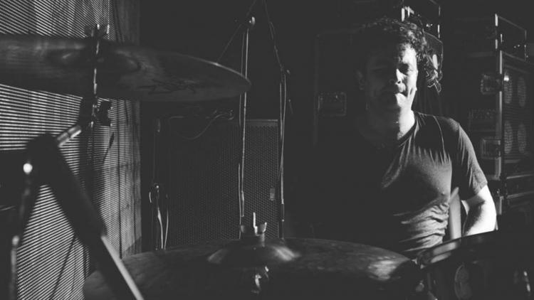 Juan Carlos Sanchéz y la batería