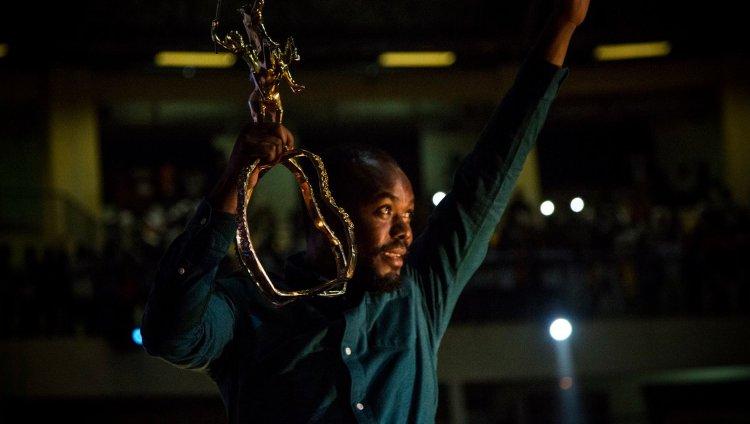 Joel Karekezi, realizador ruandés.