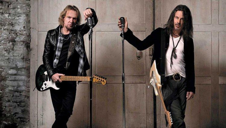 Adrian Smith y Richie Kotzen (BMG/ John McMurtrie)
