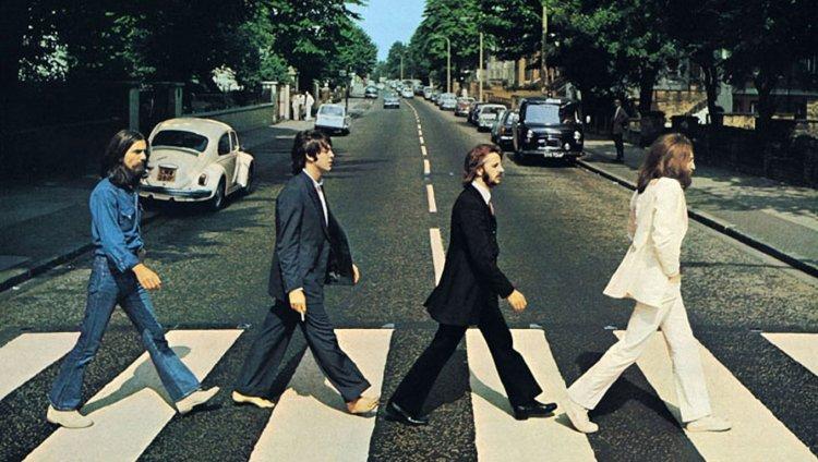 Foto de portada del 'Abbey Road' tomada el 8 de agosto de 1969 por Iain Mcmillan.