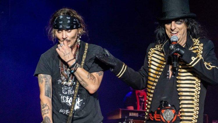 Johnny Depp y Alice Cooper en vivo.