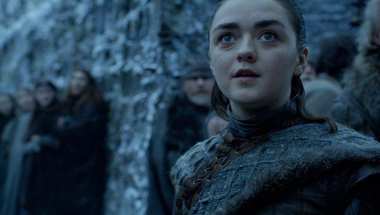 Arya Stark viendo a los dragones. Imagen tomada de HBO.com