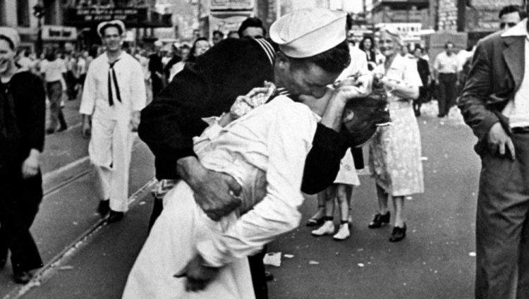El beso en Times Square celebrando el fin de la II Guerra Mundial.