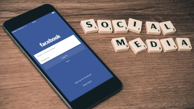 A septiembre de 2017, Facebook tenía 2.070 millones de usuarios activos mensuales. Foto de William Iven en Unsplash.