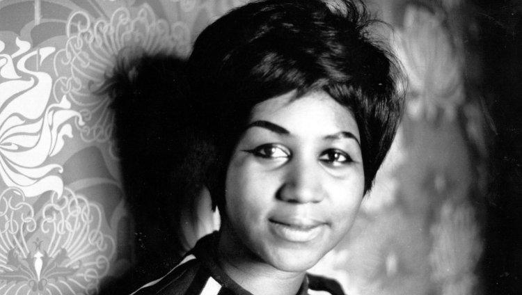 A los 76 años de edad, la cantante norteamericana falleció rodeada por familiares en su casa en Detroit, Michigan, como consecuencia de un cáncer de páncreas que la agobiaba desde el año 2010. Foto de NME