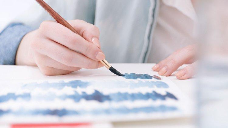 Ilustrando en acuarela. Foto de Bench Accounting en Unsplash.com