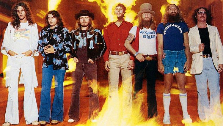 Portada del álbum Street Survivors que salió tres días antes del accidente que marcó la banda.