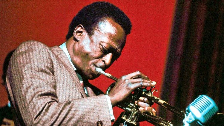 Miles Davis: El nacimiento de una leyenda (reseña)   Radiónica