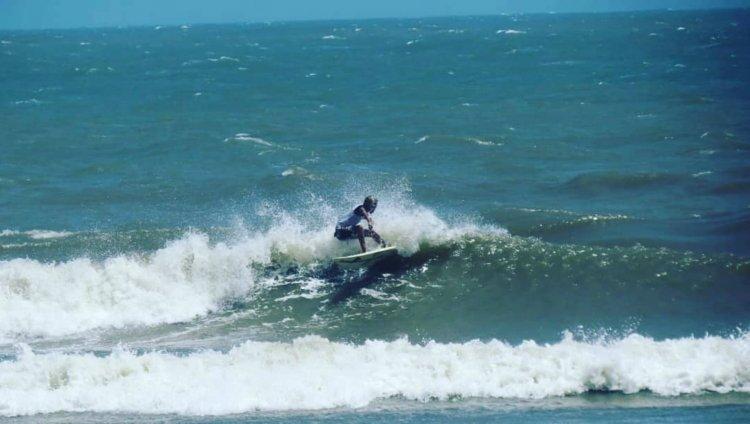 Juan Jose Guerrero en la final del Circuito Colombiano de Surf