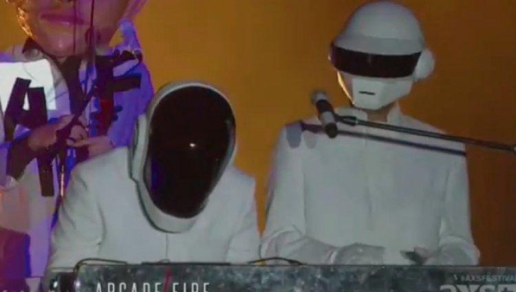 Arcade Fire parodia a Daft Punk en Coachella